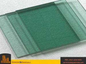 vidrieria-templado-impreso-templado-laminado-serigrafiado-instalación-de-ventanas-puertas-mesas-espejos-vitrales-aluminios-exhibidores-ventajas-del-vidrio-servicio-de-guatemala