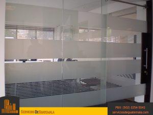 vidriería-templado-impreso-templado-laminado-serigrafiado-instalación-de-ventanas-puertas-mesas-espejos-vitrales-aluminios-exhibidores-ventajas-del-vidrio-servicio-de-guatemala
