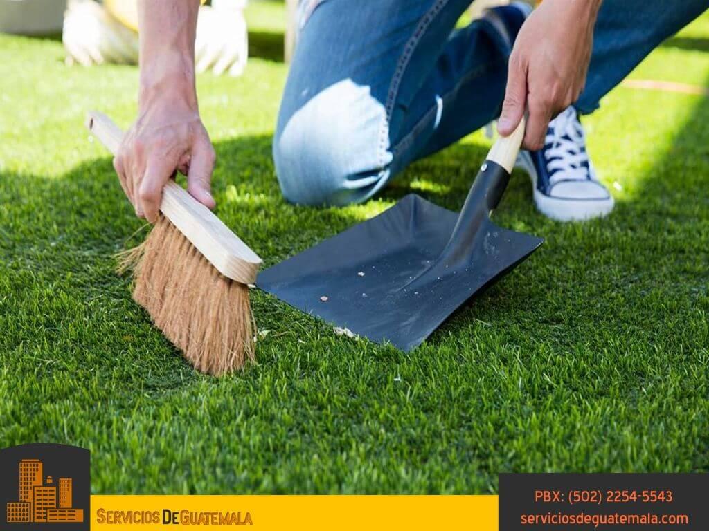 Cuidados-tipos-de-mantenimiento-riego-limpieza-cesped-jardinería-servicios-de-guatemala